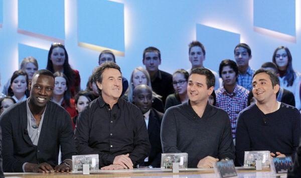«1+1». Актеры Омар Се и Франсуа Клюзе, а так же режиссеры Эрик Толедано и Оливье Накаш приняли участие в телешоу в Париже. Фото: PATRICK KOVARIK/AFP/Getty Images