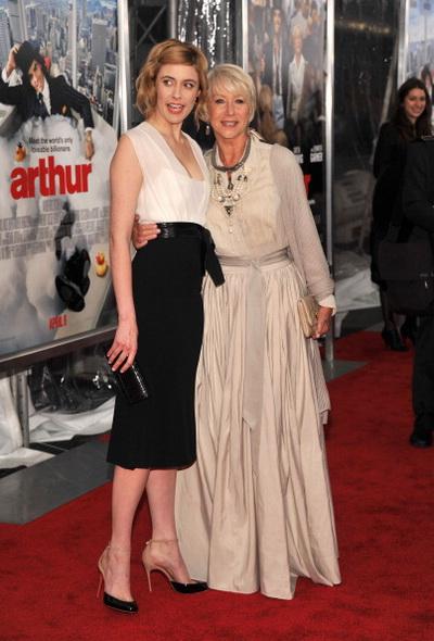 «Артур. Идеальный миллионер». Грета Гервиг и Хелен Миррен на премьере фильма «Артур. Идеальный миллионер» в Нью-Йорке. Фото: Stephen Lovekin/Getty Images