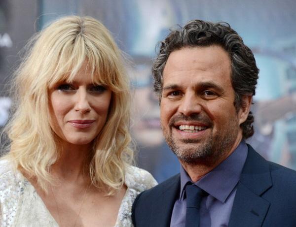 «Мстители». Марк Руффало (Халк) с супругой Санрайз Когни на премьере фильма «Мстители» в Голливуде, Калифорния. Фото: ROBYN BECK/AFP/Getty Images