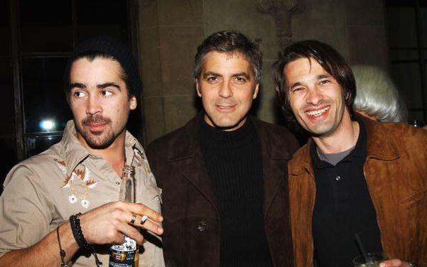 Колин Фаррелл, Джордж Клуни и Оливье Мартинес. 2001 год. Фото: Jon Kopaloff/Getty Images