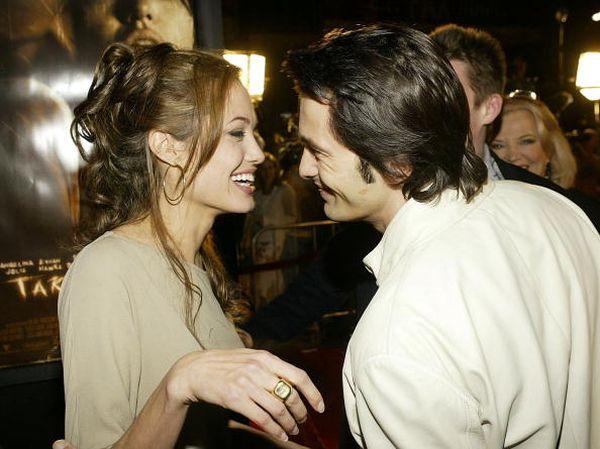 Оливье Мартинес. Анджелина Джоли и Оливье Мартинес посетили мировую премьеру фильма «Забирая жизни». 2004 год. Фото: Carlo Allegri/Getty Images