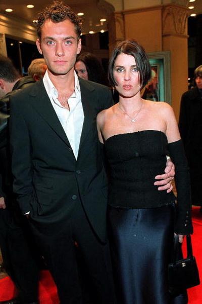 Джуд Лоу. Джуд Лоу с бывшей супругой – актрисой Сэди Фрост. 1999 год. Фото: LUCY NICHOLSON/AFP/Getty Images