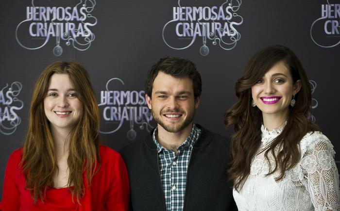 «Прекрасные создания». Элис Энглерт, Олден Эйренрайк и Эмми Россам на премьере фильма «Прекрасные создания» в Мехико. Фото: Ronaldo Schemidt/AFP/Getty Images
