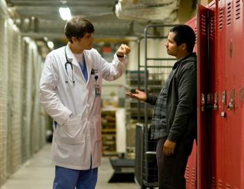 «Хороший доктор». Орландо Блум и Майкл Пенья в фильме «Хороший доктор». Фото с сайта kino-teatr.ru