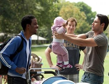 «Что ждать, когда ждешь ребенка». Крис Рок, Роб Хьюбел и  Родриго Санторо в фильме «Что ждать, когда ждешь ребенка». Фото с сайта obozrevatel.com