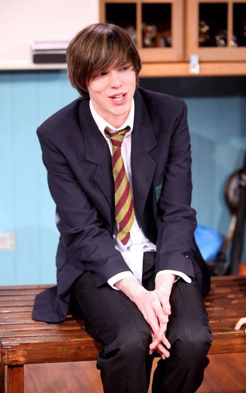 Николас Холт. Николас Холт в спектакле New Boy. Фото: Tim Whitby/Getty Images