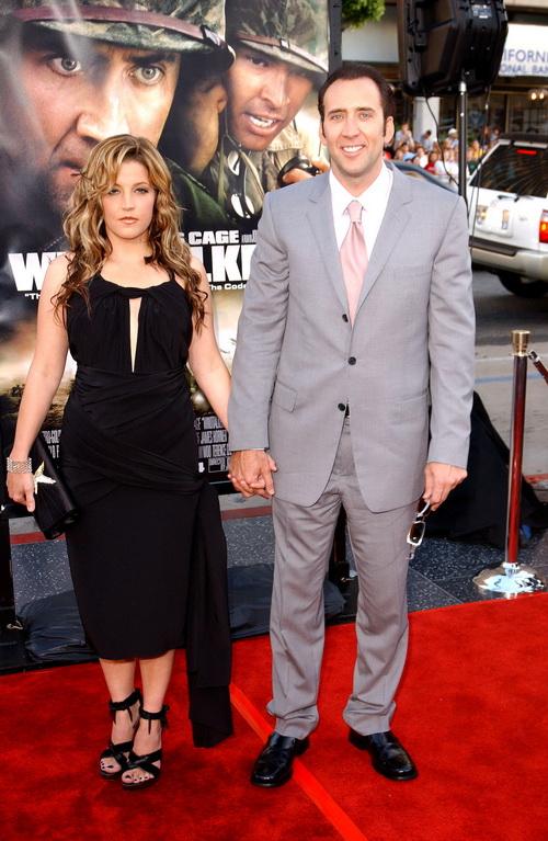 Лиза Мари Пресли и Николас Кейдж на премьере фильма «Говорящие с ветром». 2002 год. Фото: Robert Mora/Getty Images
