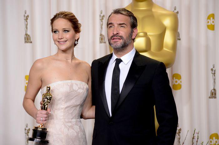 «Оскар» 2013: отголоски незабываемого торжества. Дженнифер Лоуренс и Жан Дюжарден на церемонии вручения призов «Оскар». Фото: JOE KLAMAR/AFP/Getty Images