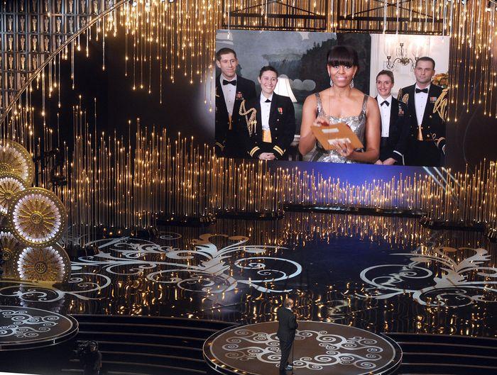 «Оскар» 2013: отголоски незабываемого торжества. Мишель Обама из Белого Дома объявляет победителя в категории «лучший фильм». Фото: Kevin Winter/Getty Images