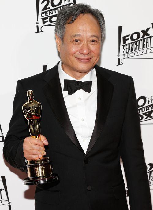 «Оскар» 2013: отголоски незабываемого торжества. Обладатель «Оскара» в категории  «лучший режиссёр» — Энг Ли на церемонии вручения призов «Оскар». Фото: Imeh Akpanudosen/Getty Images