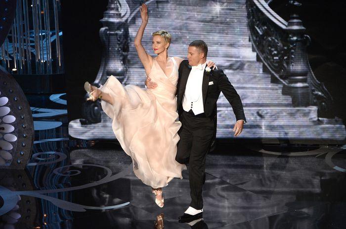 «Оскар» 2013: отголоски незабываемого торжества. Ченнинг Татум и Шарлиз Терон на церемонии вручения призов «Оскар». Фото: Kevin Winter/Getty Images