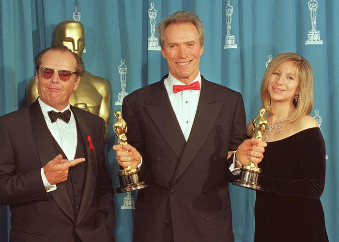 Джек Николсон, Клинт Иствуд и Барбра Стрейзанд на церемонии вручения «Оскаров». 1993 год. Фото: SCOTT FLYNN/AFP/Getty Images