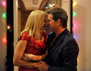 «Любовь — это всё, что тебе нужно». Трине Дюрхольм и Пирс Броснан в фильме «Любовь — это всё, что тебе нужно». Фото с сайта kino-teatr.ru