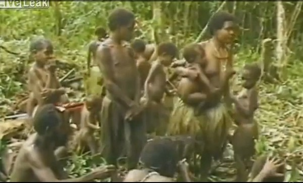 Трогательная встреча с диким племенем в Новой Гвинее