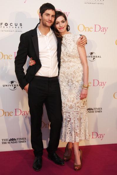 Фоторепортаж об Энн Хэтэуэй на премьере фильма «Один день». Фото: Ian Gavan/Getty Images