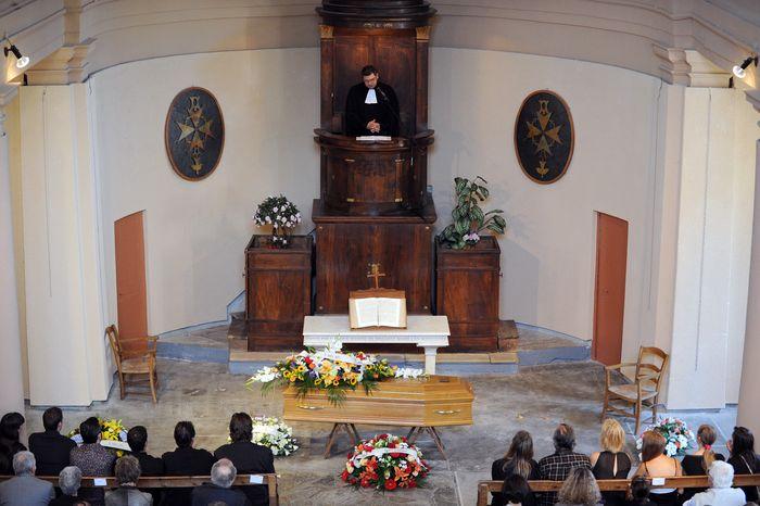 Похороны французской актрисы Бернадетт Лафон состоялись в деревушке на юге Франции. Фото: SYLVAIN THOMAS/AFP/Getty Images