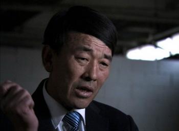 Хук Квон командует охранниками в лагере № 22, где он пытал, допрашивал и казнил заключённых. Фото: Camp14-film.com