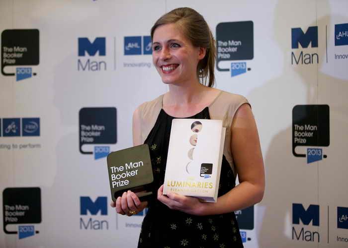 Престижную британскую премию на английском языке в области литературы The Man Booker Prize за 2013 год получила молодая писательница из Новой Зеландии Элеонора Каттон за роман «Светила». Фото: ANDREW COWIE/AFP/Getty Images