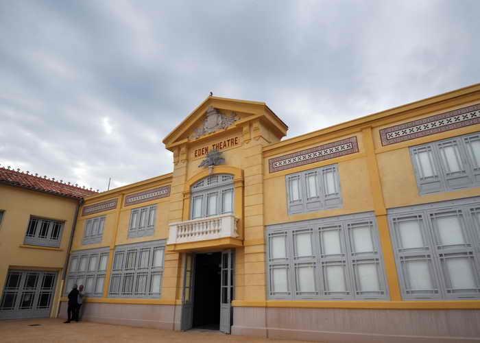 Первый в мире кинотеатр распахнёт свои двери. Сейчас старейший в мире кинотеатр отреставрировали. Церемония открытия пройдёт на набережной Ла Сьота, на ней будут присутствовать мировые звёзды Натали Байе, Жюльет Бинош и Роман Полански и другие. Фото: ANNE-CHRISTINE POUJOULAT/AFP/Getty Images