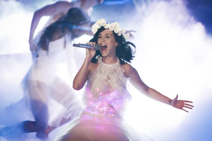 Кэти Перри выступила в полуфинале конкурса «Голос Германии» 13 декабря 2013 года в Берлине. Фото: Timur Emek/Getty Images