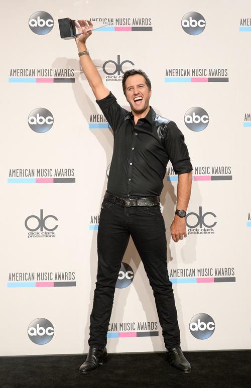 Люк Брайан на церемонии вручения премии American Music Awards 24 ноября 2013 года в Лос-Анджелесе. Фото: Jason Kempin/Getty Images