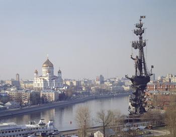 Памятник Петру I работы скульптора Церетели останется на своем месте. Фото: avialine.com