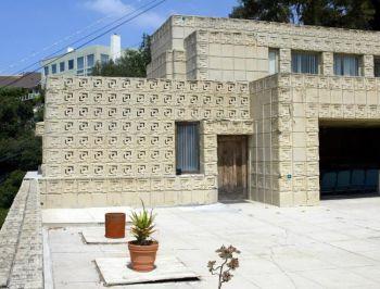 Известный дом архитектора Фрэнка Ллойд Райта, Эннис Хаус, был выставлен на продажу. Фото: Michael Buckner/Getty Images