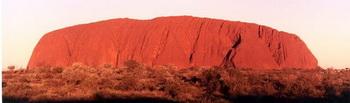 Улуру - красная скала в Австралии, самая большая и необычная скала в мире. Фото: pureinsight.ru