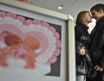 День святого Валентина. Фото: ATTILA KISBENEDEK/AFP/Getty Images