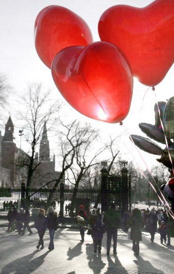 Красный воздушный шарик. Фото: DENIS SINYAKOV/AFP/Getty Images