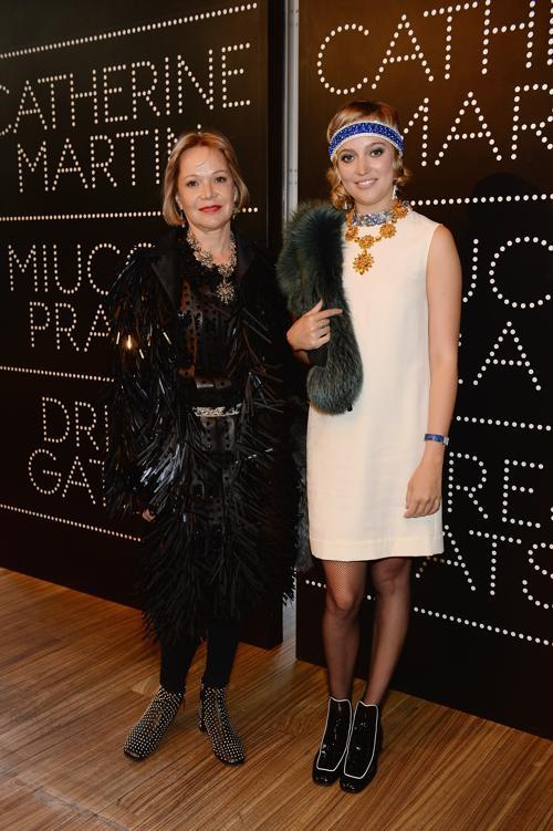 Люси Митчелл-Иннес (л) и Жозефина Нэш на выставке коллекции Миучча Прада к фильму «Великий Гэтсби». Фото: Dimitrios Kambouris/Getty Images for Prada
