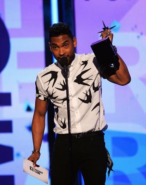 Мигель выступил на церемонии вручения премии BET Awards в Лос-Анджелесе 13 июня 2013 года. Фото: Mark Davis/Getty Images for BET