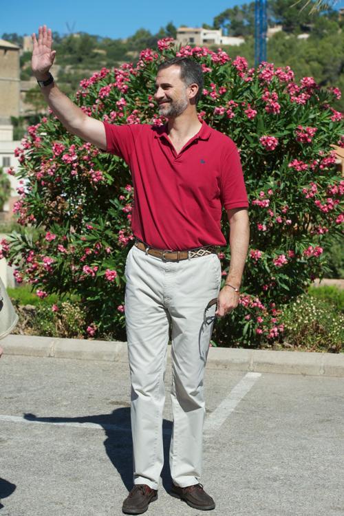 Королевская семья Испании посетила 31 июля 2013 года испанский курортный остров Майорка, где с 26 июля бушуют сильнейшие пожары. Фото: Carlos Alvarez/Getty Images
