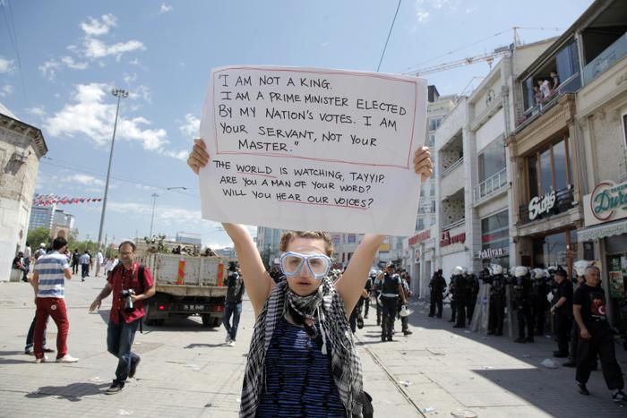 Протесты в Стамбуле 1 июня 2013 года. Фото: GURCAN OZTURK/AFP/Getty Images