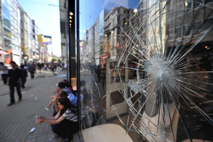 Протесты в Стамбуле 1 июня 2013 года. Фото: OZAN KOSE/AFP/Getty Images