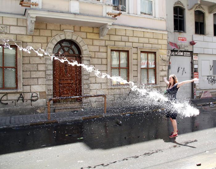 Протесты в Стамбуле 1 июня 2013 года. Фото: FATIH KECE/AFP/Getty Images