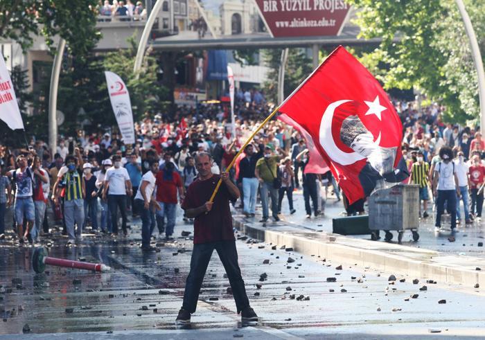 Протесты в Стамбуле 1 июня 2013 года. Фото: ADEM ALTAN/AFP/Getty Images