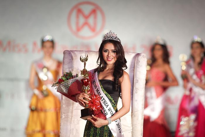 Победительницей конкурса красоты «Мисс мира Малайзия 2013» стала Мелинда Каур Булар (Melinder Kaur Bhullar) 2 августа 2013 года в Куала-Лумпуре. Фото: Rahman Roslan/Getty Images