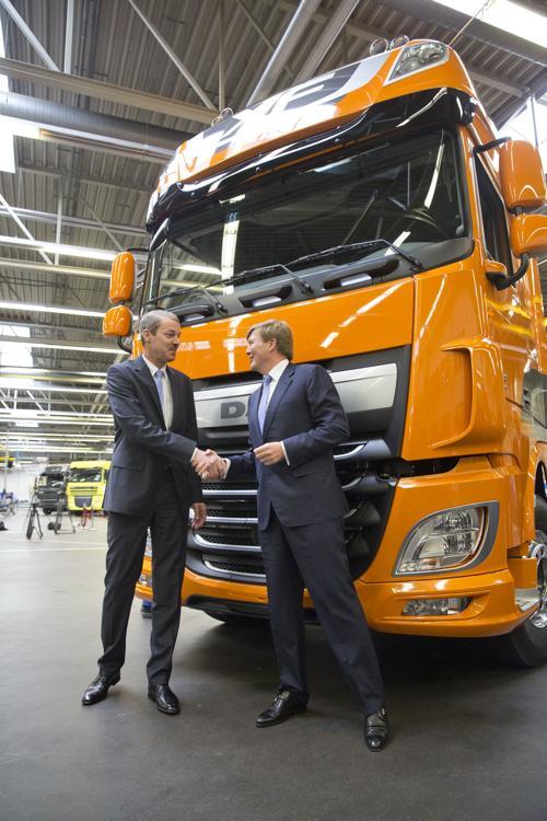 Принц Нидерландов запустил производство нового поколения грузовиков DAF. Фото: Michel Porro/Getty Images