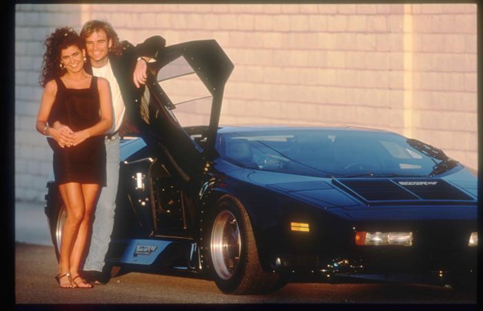 Теннисист Андре Агасси с его подругой Венди Стюарт 15 ноября 1991 года с Lamborghini в США. Фото: John Russell/Getty Images