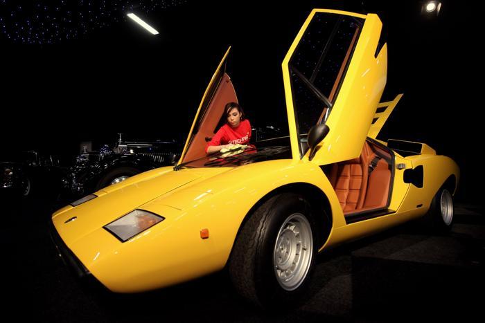 Lamborghini Countach LP400 Periscopo 1975 года, на аукционе 27-го октября 2010 года в Лондоне, Англия. Фото:  Oli Scarff/Getty Images