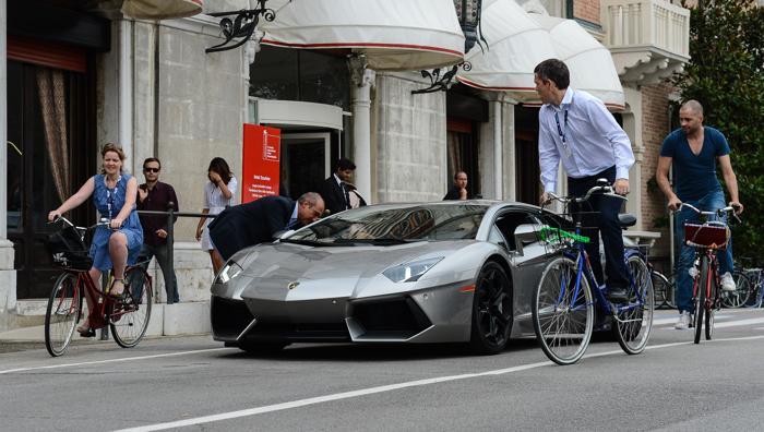 Lamborghini Aventador на 69-й Венецианском кинофестивале, 6 сентября 2012 года в Венеции, Италия. Фото:  Ian Gavan/Getty Images
