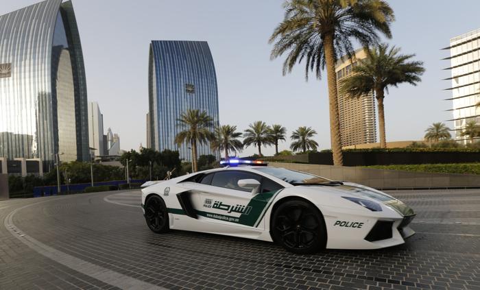 Lamborghini Aventador 16 апреля 2013 года в заливе эмирата Дубай. Фото: KARIM SAHIB/AFP/Getty Images
