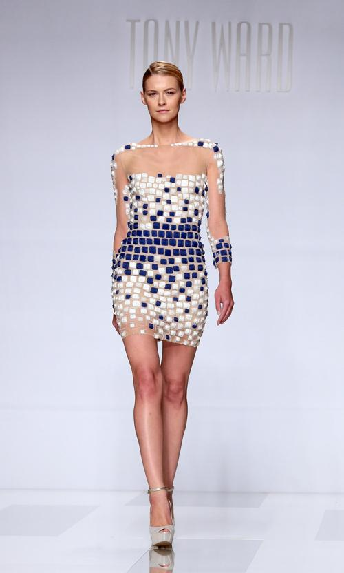 Коллекция вечерних платьев ливанского дизайнера Тони Уорда Tony Ward представлена на Неделе моды AltaRoma AltaModa сезона осень-зима 2013/2014 в Риме 9 июля 2013 года. Фото: Villa Elisabetta/Getty Images