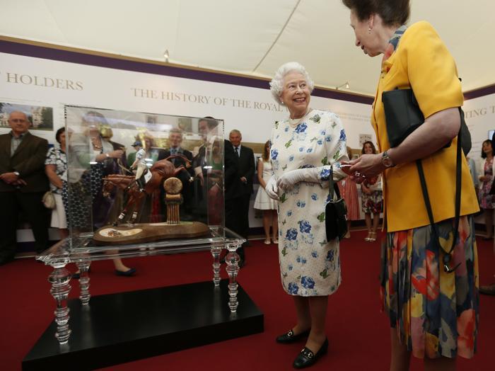 Королева Великобритании Елизавета II на Коронационном фестивале в Букингемском дворце 11 июля 2013 года. Фото: Stefan Wermuth - WPA Pool/Getty Images