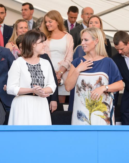 Зара Филлипс и принцесса Евгения на Коронационном фестивале в Букингемском дворце 11 июля 2013 года. Фото: Dominic Lipinski - WPA Pool/Getty Images