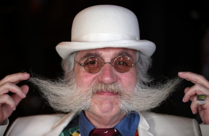 Владельцы усов со всего мира встретились в британском клубе. Фото: Matt Cardy / Getty Images