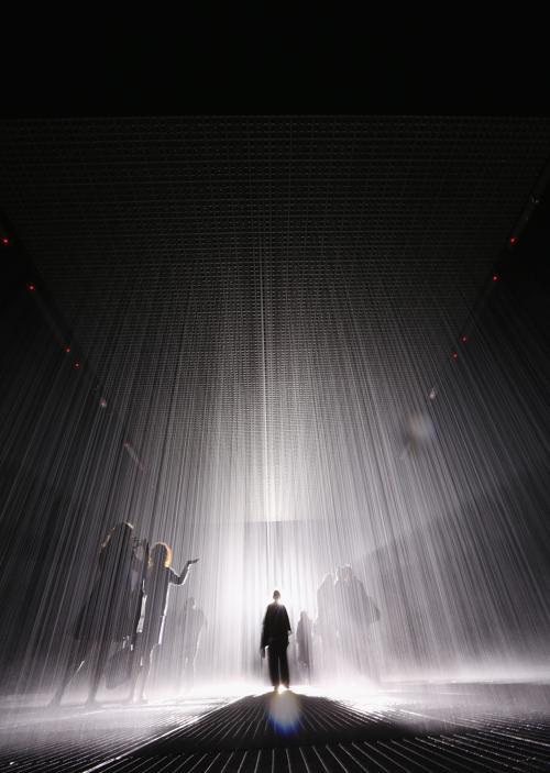 Интерактивная выставка Комната дождя открылась в Нью-Йорке. Фото: Mario Tama/Getty Images