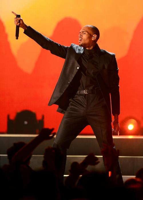 Певец Крис Браун выступает во время Billboard Music Awards 19 Мая 2013 года в Лас-Вегасе. Фото: Ethan Miller/Getty Images