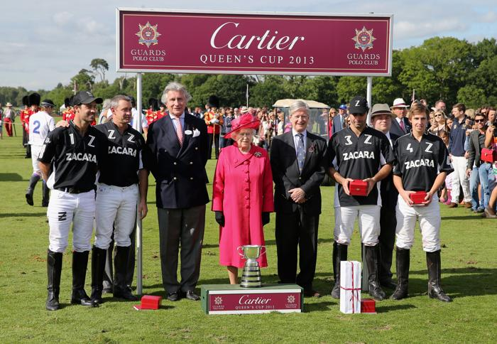 Елизавета II вручила награду победителям. Фото: Chris Jackson/Getty Images
